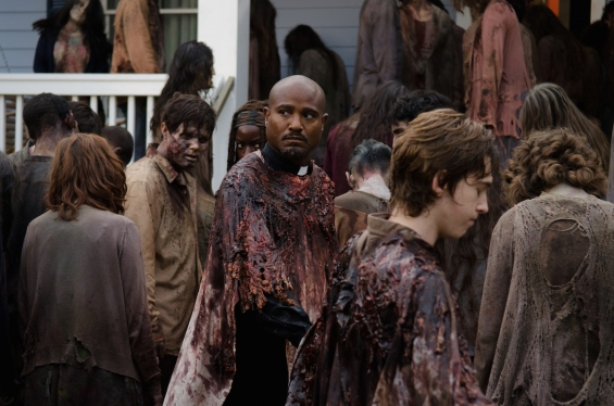 Father-Gabriel-Looks-Worried-in-The-Walking-Dead-Season-6-Midseason-Finale